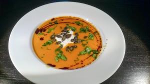 Kürbis-Apfel-Suppe mit Vanille und Zimt