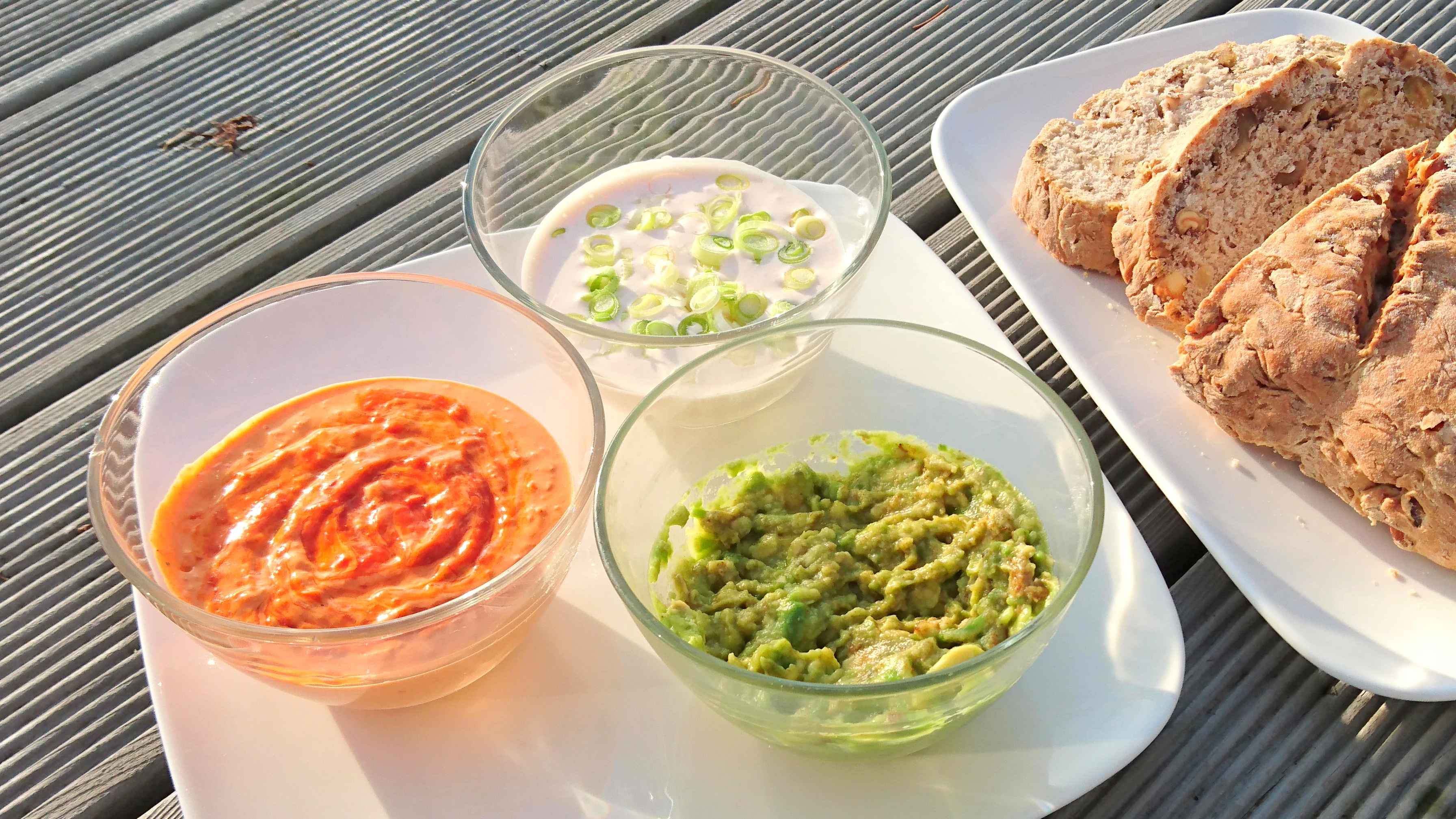 Dreierlei Dips - Paprika Quark, Mandel-Guacamole und Lachs-Creme