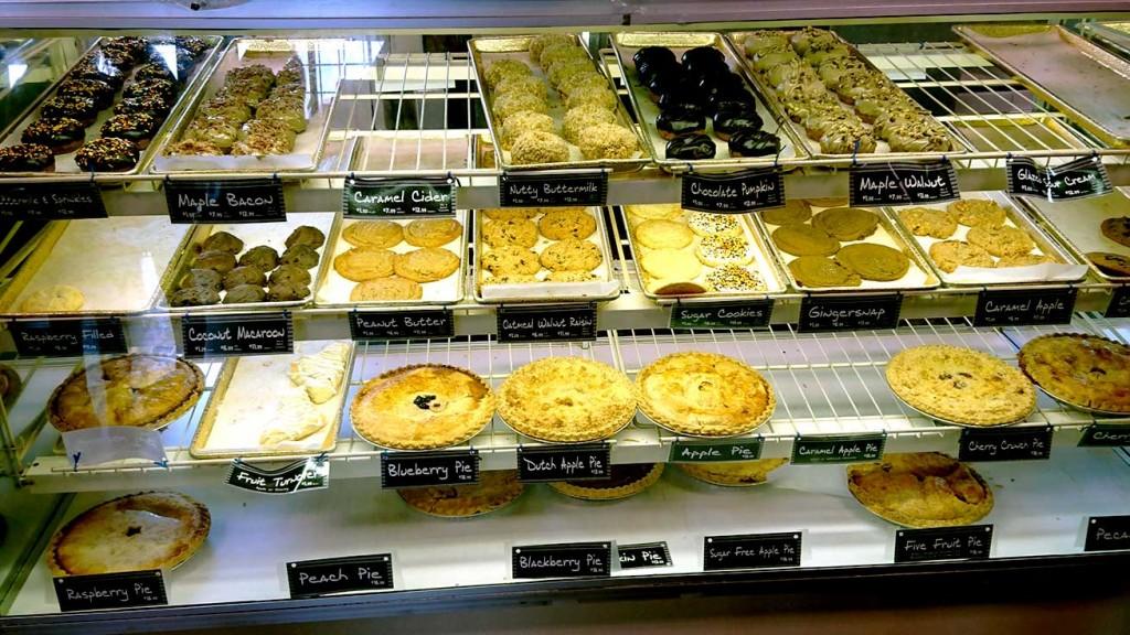 Diverse Pies und Gebäck in amerikanischen Cafés