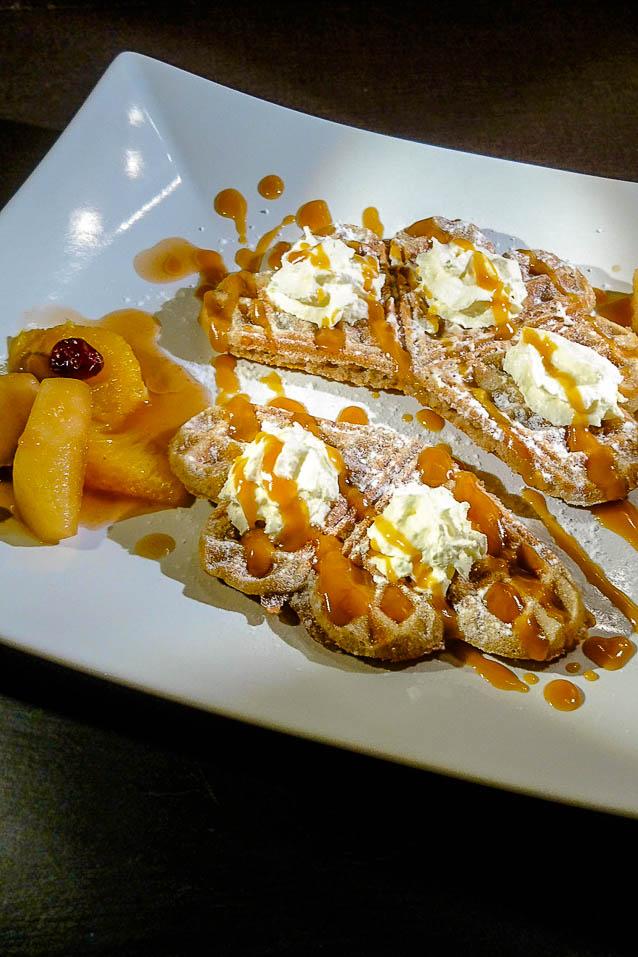 Waffel mit Apfel-Orangen-Kompott
