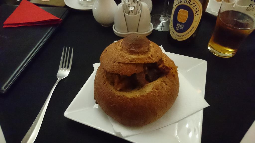 Bigos im Brotlaib - Essen gehen in Krakau