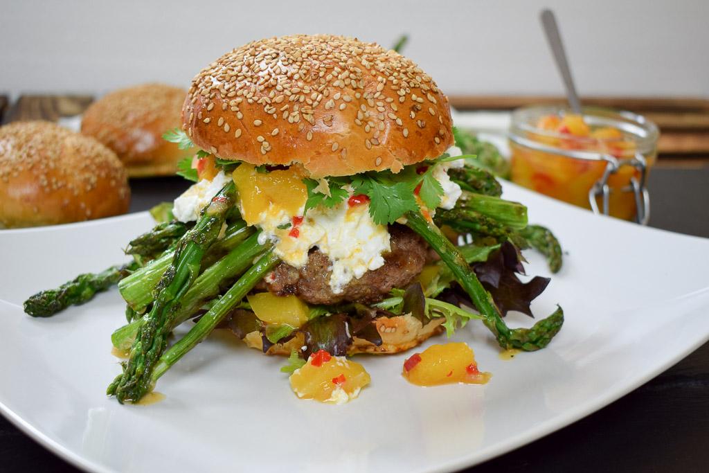 Rezept - Spargel Burger mit Nektarinenchutney