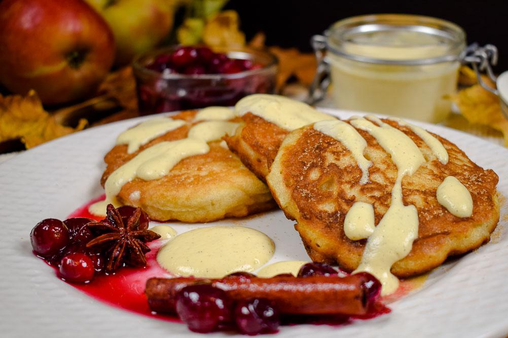 Apfelpuffer mit Cranberry Kompott