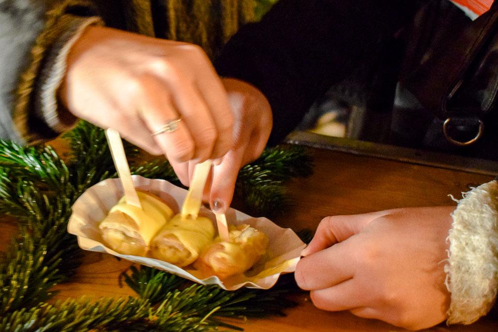 Ban2 - Afrikanisches Streetfood: Bananarolls in Mango-Vanillesauce