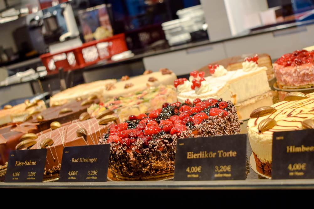 Üppige Tortenauswahl - Zu Besuch bei der Schokoladenmanufaktur Sauerland