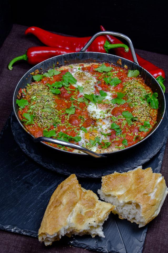Paprika Shakshuka mit Avocado