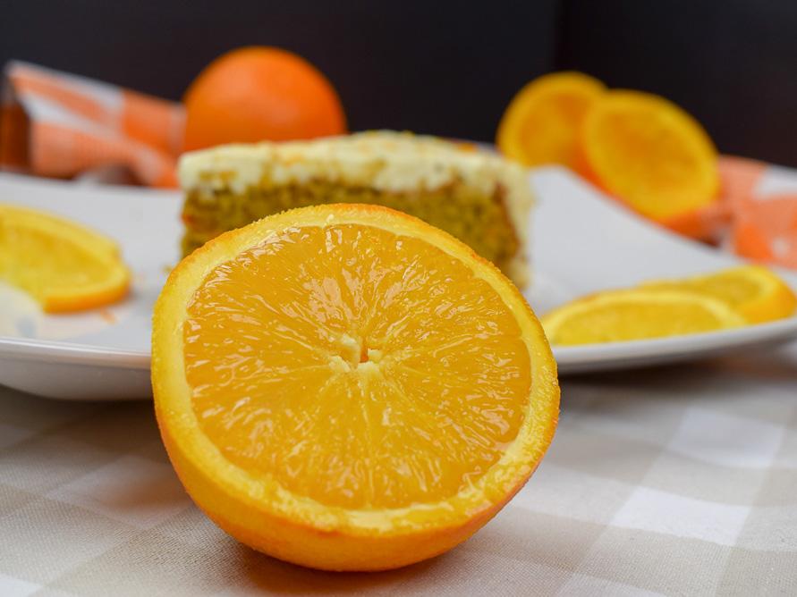 Saftiger Möhrenkuchen mit Orange