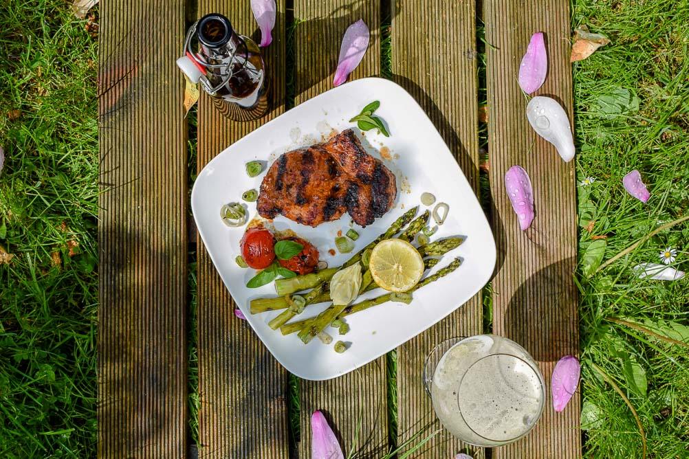 Schweinenacken-Steak & gegrilltes Gemüse