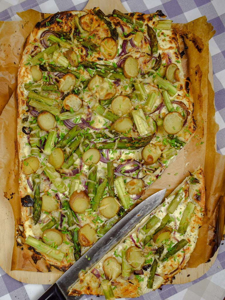 Flammkuchen mit grünen Spargel und Kartoffeln!