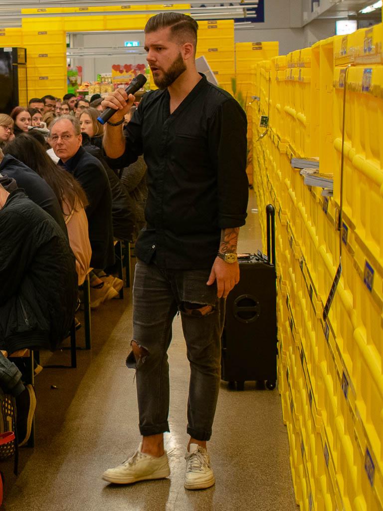 METRO Azubi-Day 2019 - Dortmund Oespel - Gast Phillip Schneider bei seiner Rede